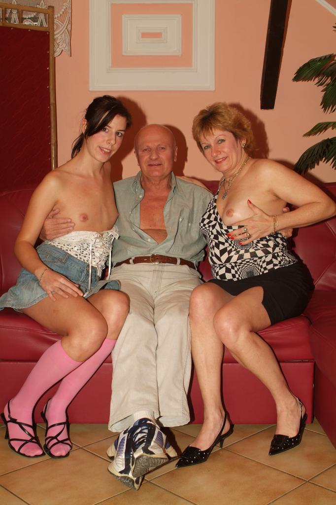 Amateur Bbw Mmf Threesome